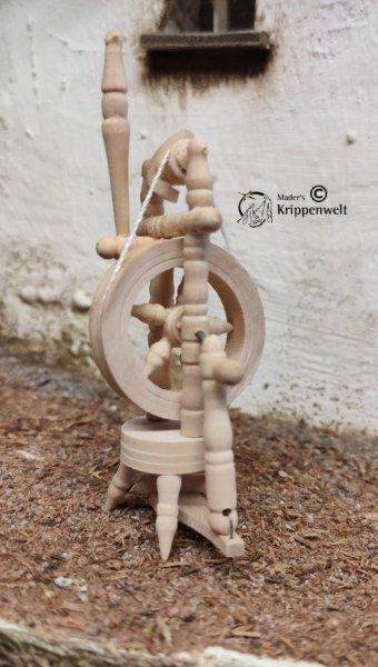 Spinnrad aus Holz natur als Krippenzubehör