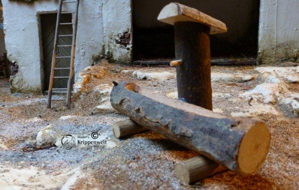 Baumstammtränke als Krippenzubehör