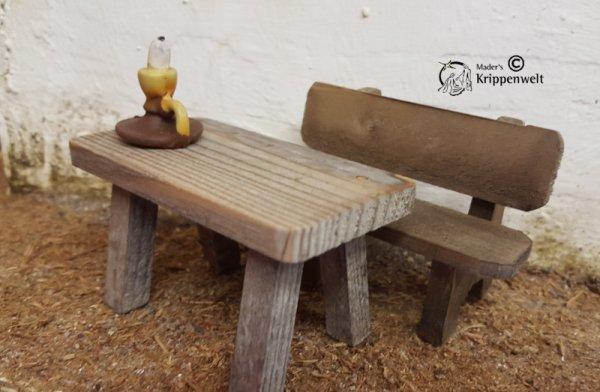 Bank mit Tisch als Krippendeko