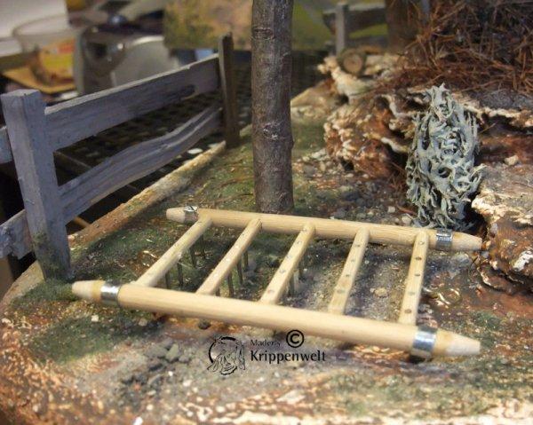 Krippenzubehör eine Egge aus Holz und Metall