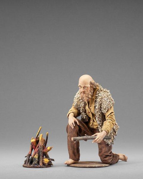 ein Hirte am Feuer als Krippenfigur von der Rustika Krippe von Heide