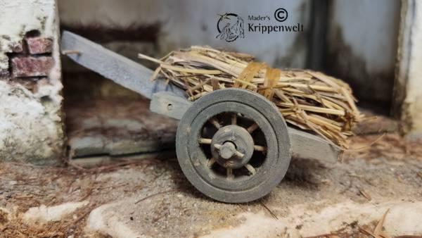 beladener Heuwagen aus Holz als Krippenzubehör