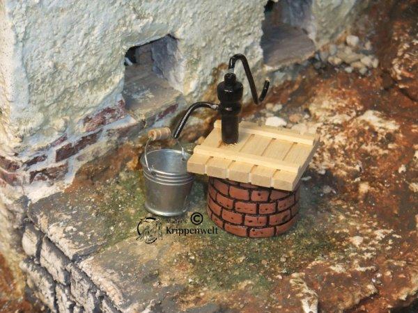 runder Pump-Brunnen als Krippenzubehör