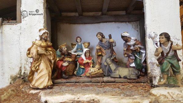 handbemalte Krippenfiguren für ihre heimatliche Weihnachtskrippe