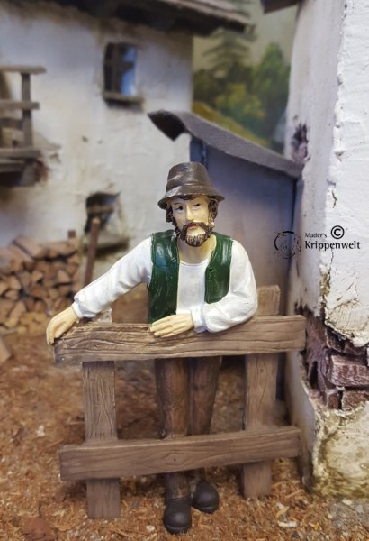 Bauer am Zaun lehnend als günstige Krippenfigur