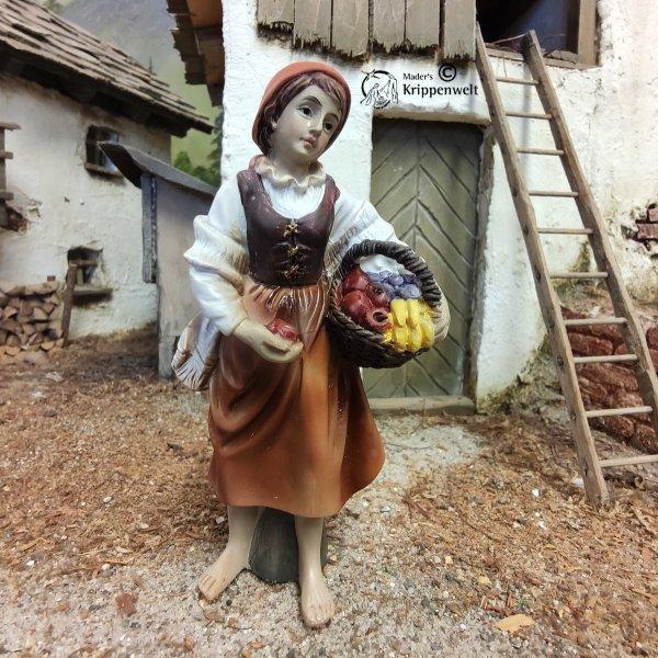 Krippenfigur aus Kunstharz - ein Mädchen mit Obstkorb