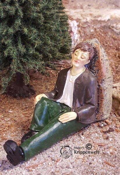 schlafender Wanderer aus Polystone als Krippenfigur