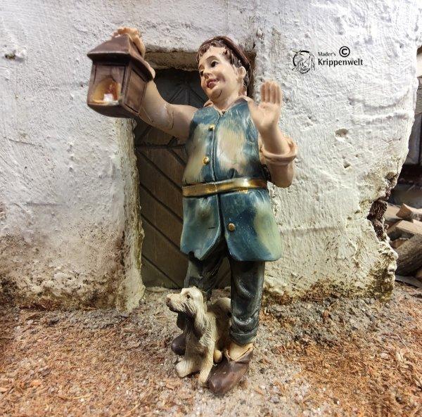 Krippenfigur aus Kunstharz - ein abweisender Wirt mit Laterne und Hund