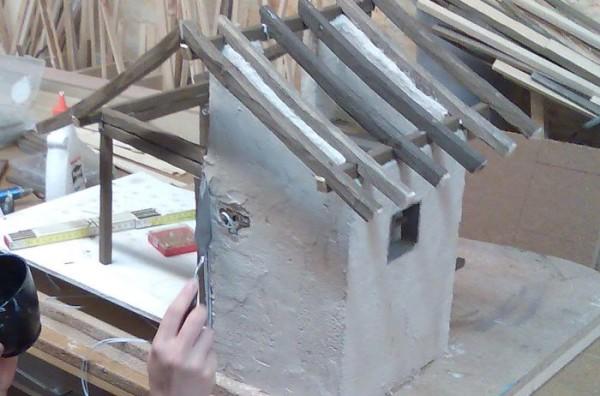 Krippenbau-Wand-verputzen-Krippenmoertel
