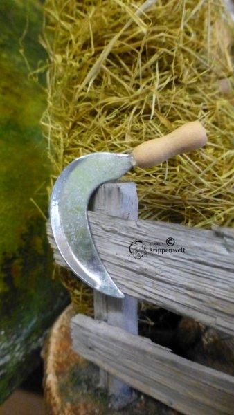 Sichel mit Holzgriff als Krippenzubehör