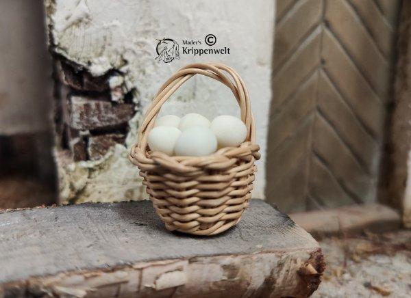einen gefüllten Eierkorb als Krippenzubehör