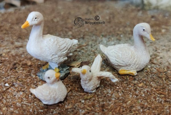 Krippenfiguren aus Polystone - Enten