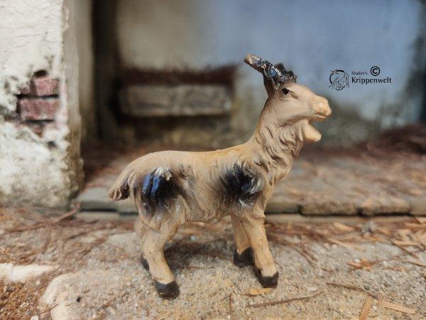 eine Ziege stehend als Krippenfigur aus Kunstharz