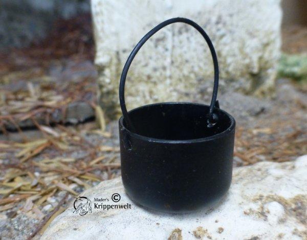 schwarzer Kessel als Krippenzubehör