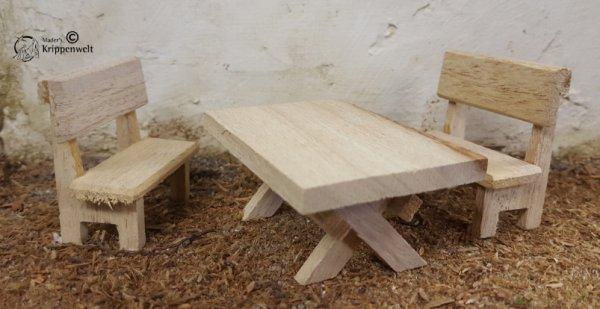2 Bänke und 1 Tisch als Krippendekoration