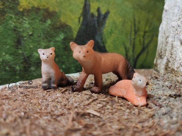 Krippenfiguren, dreiteilige Fuchsfamilie aus Kunstharz