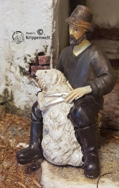 Schafscherer Hirte als Krippenfigur aus Polystone