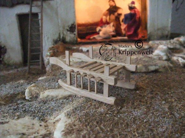 Heuschlitten aus Holz als Krippenzubehör