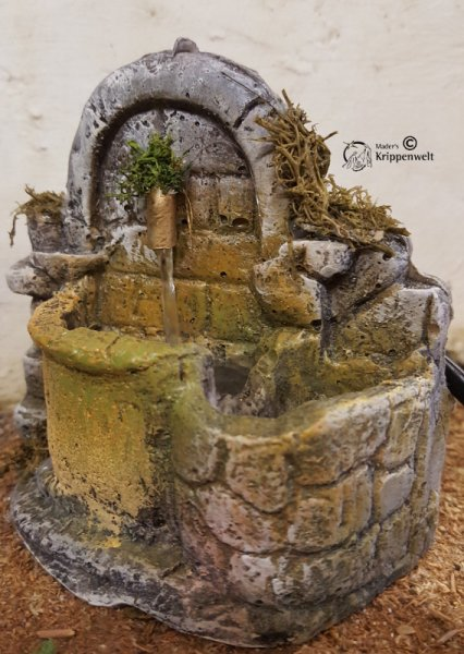 elektrischer Brunnen für das Gelände der Weihnachtskrippe